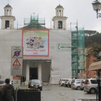 Kirche mit Eerbeplakat .... modern times ?
