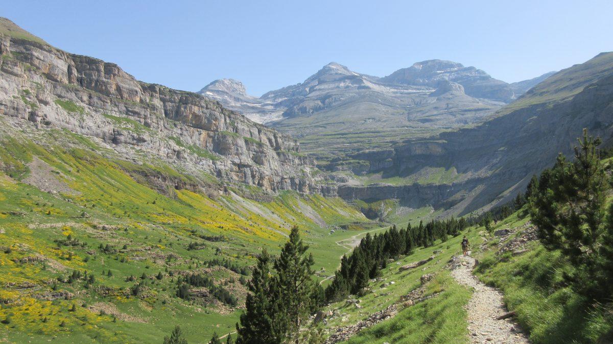Tag 9 – Rund um den Cirque de Gavarnie im Nationalpark der Pyrenäen: Wanderung im Cañon d' Ordesa : Pradera de Ordesa, Sentiero de los Cazadores, Fâcha Pehay und durchs Tal zurück; dann mit Autostop und zu Fuß zum Rifugio Bujaruelo