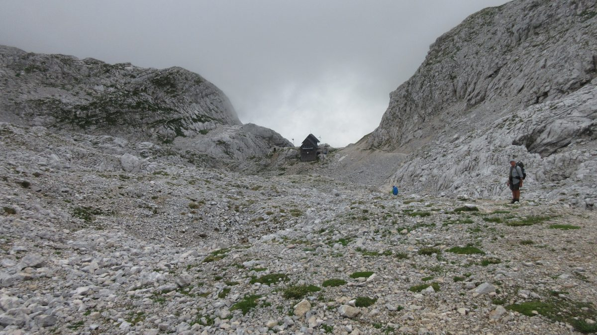 Tag 2  – Auf der Via alpina durch Slowenien, Italien und Österreich: von Dom na Komni zur Hütte Koča na Doliču